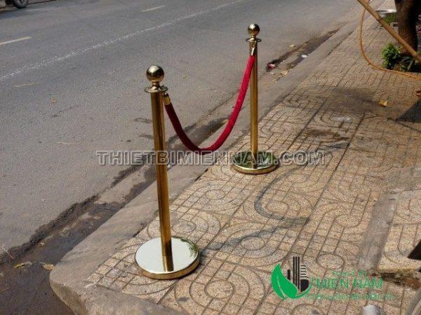 Cột chắn inox mạ vàng  quán bar nhà khách sạn 2
