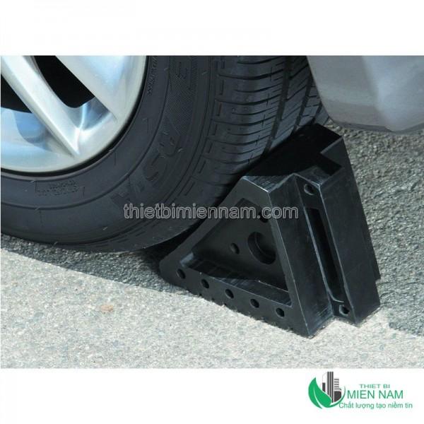 Cục chặn bánh xe giá rẻ 1