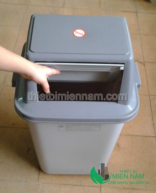 Thùng rác nhựa duy tân nắp đẩy 60L 2