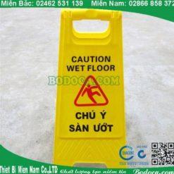 Biển báo chữ A chú ý sàn ướt tại hà nội 4
