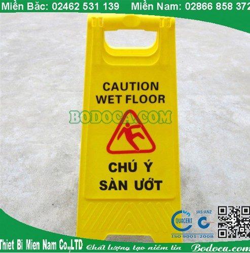 Biển báo chữ A chú ý sàn ướt tại hà nội 2